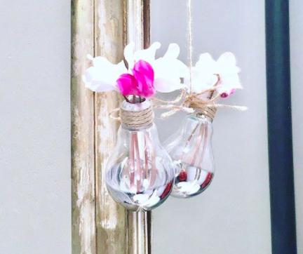 KOSHIless vázička ze staré žárovky